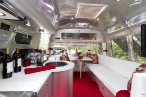 Airstream red 1407 uw-76